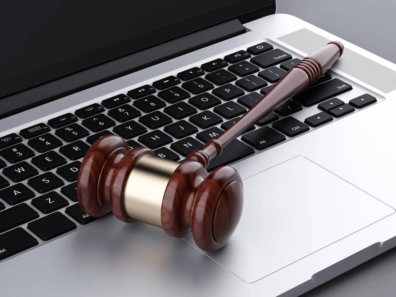 El auge del abogado independiente.